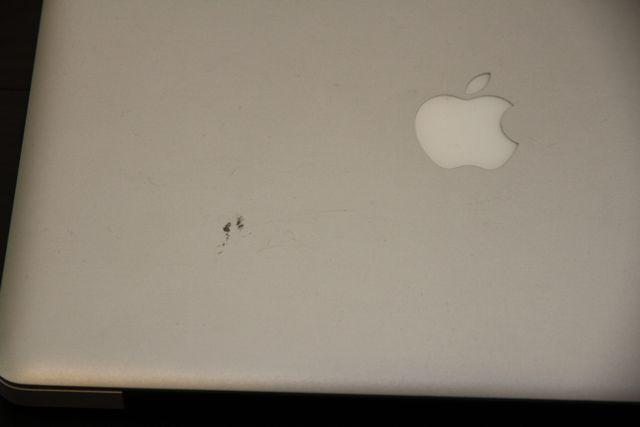 MacBookProの傷跡